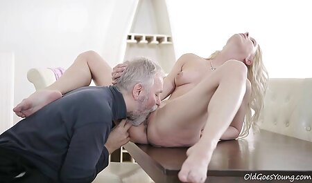 Michelle became crustaceans and spread the cake in best hd porn front of lover